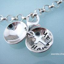 Taufarmband mit Mini-Medaillon aus Sterlingsilber (Name + Silberkreuz)