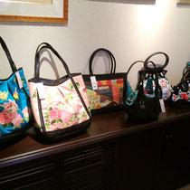 やしのみ雑貨店の新作バッグも販売しています。