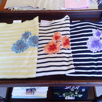 新作のお花刺繍ボーダーカットソー。3色展開でご用意しています。