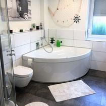 Anders als ein Hotel und mehr als nur ein Messezimmer - Badezimmer eines privaten Messeahauses über 4yourfairs