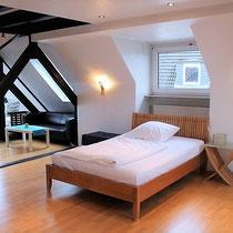 Anders als ein Hotel und mehr als nur ein Messezimmer - Schlafzimmer eines privaten Messehauses über 4yourfairs