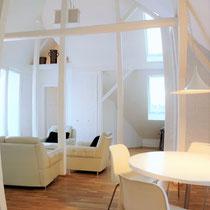 Anders als ein Hotel und mehr als nur ein Messezimmer - Wohnbereich eines privaten Messeapartments über 4yourfairs