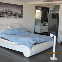 Grand lit avec TV 360°