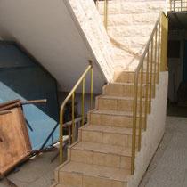 Escalier menant aux 2 unités du bas