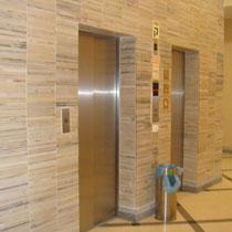 4 ascenseurs dont un pour shabbat