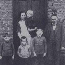 Mathieu Cobben en Elisabeth Viehmann, met hun kinderen Hein, Hugo, Zef en Marietje