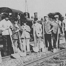 Toen Nuth nog een imposant station had, waren hier heel wat baanwerkers gevestigd, die het omvangrijke emplacement moesten onderhouden.  o.a de NSers Ingenut, Cremers, Wouters, Feron, Brassé, Rynders, Kusters en Schoonbrood