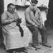 Lei Kleintjens was in 1862 in Hunnecum geboren en overleed er in 1941. Zijn vrouw Philomena Duizings kwam van Nuth en was vier jaar jonger. Ze hadden zeven kinderen. Lei Kleintjens was een zonnig figuur met veel humor.