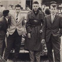 v.l.n.r. Hub Hermans, Wiel Derks, Cor Witlox, Jan Kersten op het kermisterrein 1961  Met dank aan Wiel Derks