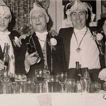 De Voasjener Jonge was het huisorkest. Tevens was er een Prinsengarde In 1975 trok voor het eerst een carnavalsoptocht door Vaesrade, en de eerste Galazitting was in 1978.