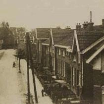 De remmers woonden in de spoorstraat en in het gezellenhuis, doordat ze geen werk meer hadden vertrokken ze uit Nuth,  en stonden plots 45 woningen leeg....