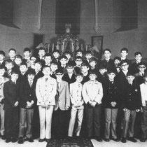 6e klas St Bavoschool 1969 - 1970  Ik de St Bavokerk met Pasen 1970  Met o.a.  Tony Bouwens, Andre Cremers, Hub Eikenboom, Cor Frijns, Hub van Grinsven, Henk Meuders, Rob Polen, Wiel Ritzen