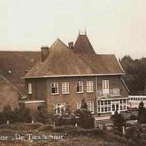 """Later werd naast de tiendschuur """"Huize de Tiendschuur"""" gebouwd."""