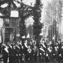 Schutterij Vaesrade voor cafe Voncken ter gelegenheid van de installatie van burgemeester Cremers van Nuth 8 februari 1917