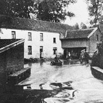 De Kathager molen tijdens een vaak voorkomende, overstroming van de Geleenbeek