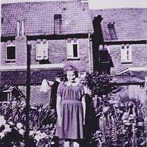 Tiny Slangen in de tuin aan de achterkant van de St Bavostraat in de jaren vijftig