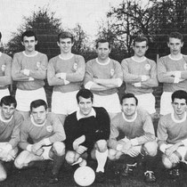 Het kampioenselftal dat ongeslagen kampioen werd in de, hoogste afdeling van het amateurvoetbal in Limburg 1969