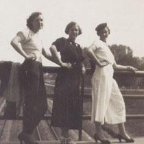 """Vriendinnen uit Terziepe op de """"ijzeren brug"""""""