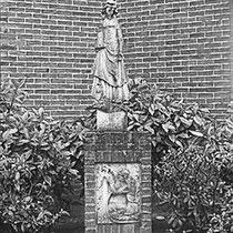 Het beeld van St Barbara, is opgeborgen tijdens de bouw...