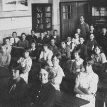 Meester Grootjans met klas 5,6 en 7 in 1934 - 1935