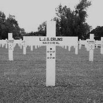 Leonard Jozef Gregorius Crijns  Rang Sld.5-7-RS   gesneuveld op 14-02-1946 in Pangkalpinang   begraven op het Nederlands ereveld Pandu te Bandung Indonesië