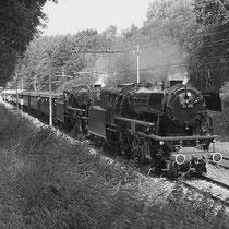 De eerste trein voor de gewone man vertrok op de vroege morgen van de 1e mei, met 2 locomotieven en 24 houten wagons op ijzeren onderstellen