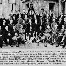 """Het geringe aantal mannelijke leden heeft het toenmalige bestuur, acht jaar na de oprichting op 25 maart 1952 doen besluiten om de vereniging om te zetten in een gemengd koor, met als naam Zangvereniging """"Orpheus"""" Nuth."""