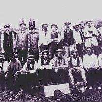 De bouwvakkers van die wonigen op de groepsfoto