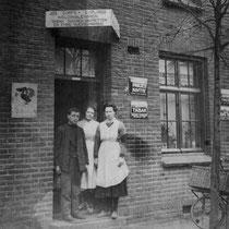 De familie Curfs-Eurlings dreven een winkel in koloniale waren in Nieuwdorp (Bavostraat)