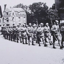 """Ondanks de schriftelijke toezegging van Hitler om Nederland als """"neutraal Land"""" te beschouwen zoals in WW1, en niet aan zou vallen, mobliseerde de regering toch de Nederlandse strijdkrachten,"""