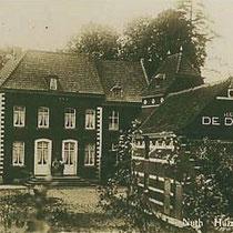 In 1571 kreeg Wolter van Esrack, drost van Wittem en schepen van Aken het huis in leen. In 1621 kwam Oelsbroeck in bezit van Hendrik van Blitterswijk genaamd Passart. Enkele jaren later werd de Duitse familie Von Hartsleben de eigenaar