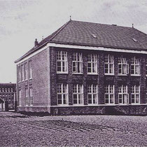 """De meisjesschool in 1922, later door juffrouw Wolvers omgedoopt , tot de """"Heilge Agnesschool"""""""