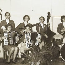 Muziekgezelschap, met links Lambert Weusten