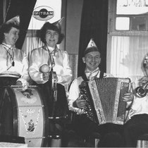 """De muziek werd verzorgd door het """"huisorkest"""" van 't Kruukske o.l.v. Pé Kersten"""