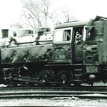 Stoomloc SM41 wachtend op kolenwagons