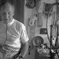 Na zijn actieve loopbaan trad Jan Willemsen veel op als mecanicien, en hij ging in die hoedanigheid ook mee naar onder andere, de Tour de l'Avenir en de Tour de France. Daarnaast heeft hij aan de wieg gestaan,  van de succesvolle carriere van Huub Harings