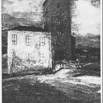 KERKSTRAAT Schilderij van Charles Eyck die hij het kostershuis als geboortehuis van Henri Hermans noemt, wat dus niet juist is , maar het huidige monument van Henri Hermans staat nu wel op de plaats waar het kostershuis stond