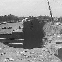 De brug in aanbouw over de nieuwe autoweg