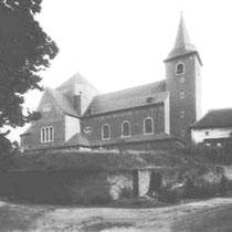 Parochie en gemeente leverden 60 jaar strijd om het bezit van dit pand. Bij de verbreding van de Raadhuisstraat en Slagboomsweg in 1932, werd de witte woning gesloopt, waarin het eerste schooltje van Nuth was gevestigd