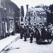 Mobilisatie Nederlandse militairen, hier in de Raadhuisstraat