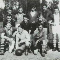 Minor 1 kampioen 1941 - 1942  Met o.a. P, Grooten, F. Vankan, H. Gerards, P. de Haan, J. Ritzen, J. Tillmans, X Voncken, F. Gerards, leider Haagmans