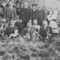 Muzikantenclub gevormd uit de harmonie Sint Bavo, hier in 1920 scheidde zich later af en  vormt in 1925 Harmonie St. Servatius