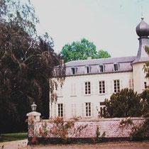 Hoewel in 1356 al sprake is van een heer van Reymersbeek,  dateert het kasteel uit de 16de eeuw