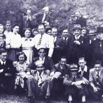 Het kerkkoor met aanhang tijdens een reisje naar Duitsland in 1950