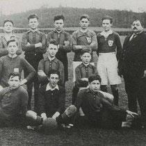 1921 Minor 2  1918 het jaar waarin de Vaesrader Voetbal Club (V.V.C.) het levenslicht zag Die oprichters waren Harry Philips, Armand Ledoux en Zef Keulers. Respectievelijk voorzitter, secretaris en penningmeester