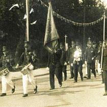 1936 Processie Nuth  met trommels Niek en Gerrit Meijers commandant Meijers koning B Sormanie links Bosch rechts J. Brassé