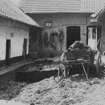 Het erf van boerderij Dewez in Grijzegrubben