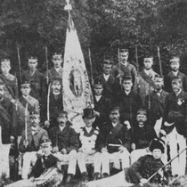 """Van 1919 tot 1929 was de schutterij """"St. Bavo"""" gevestigd in Hunnecum.  De schutterij was op 27 juni 1841 opgericht maar van 1905 tot 1919 leed het een """"slapend bestaan"""" Bij het ontwaken in 1919 werd Mathieu Gielkens koning."""