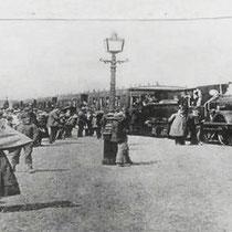 Op donderdag 30 april vond de feestelijke opening van de spoorlijn plaats De feesttrein met alléén notabelen vertrok om 10 uur in Sittard