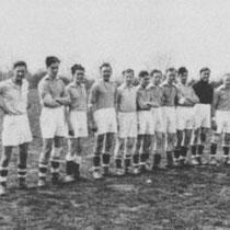 Minor 1 1950  v.l.n.r. F. Schoffelen, J. Hogeveen, W. Schoffelen, J. Beerkens,  J. Derks, J. Sormani, J. Munnecom,  B. Custers, H. Gerards, J. Smeets...&...M. Cobben...&...J. Tillmans